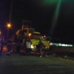 Caminhão enrosca em fiação elétrica