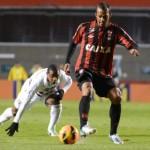 São Paulo mantém sequência ruim e só empate com Atlético-PR