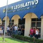 Professores de Alta Floresta promovem atividades em frente à Câmara