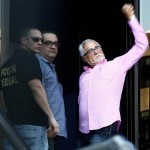 Condenados no mensalão se entregam à Polícia Federal