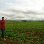 Éden Silva visita plantação de soja na fazenda Vaca Branca e destaca evolução na agriculturaSC09405