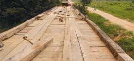 Prefeitura de Apiacás recupera ponte que da acesso a Vila Mutum