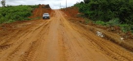 Trecho da estrada da Vila Mutum está sendo reaberta pela secretaria de obras