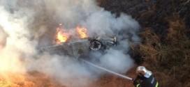 Carro sai de anel rodoviário e pega fogo em Sorriso