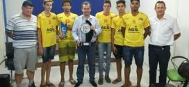 Prefeito Asiel recebe seleção de vôlei campeã dos Jogos Regionais