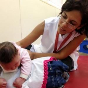 Criança com microcefalia
