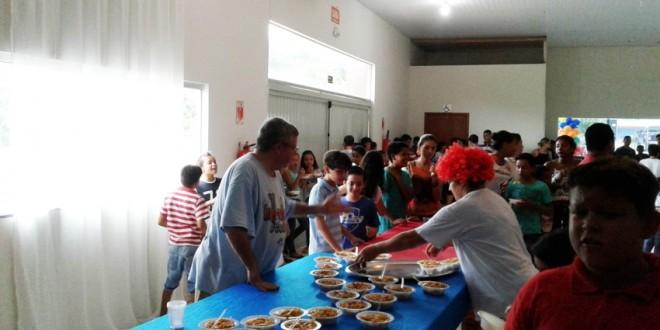 Empresária realiza festa para as crianças e agradece parcerias