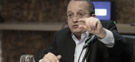Governador avisa que se tiver greve no Estado vai descontar salário