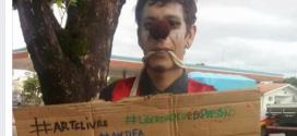 POLÊMICA: malabarista protesta vestido de palhaço após proibição da Setas