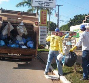 caminhao de lixo foto ilustrativa