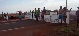 Moradores fazem protesto contra prefeita que teria recebido propina de ex-governador
