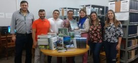 Unemat: campus de Alta Floresta recebe livros durante visita da Reitora
