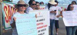 Com 9 salários atrasados, funcionários de hospital filantrópico protestam em Cáceres