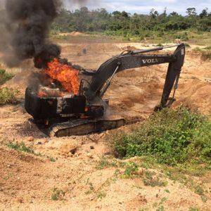 capa - maquinário queimado pelo ibama juruena (2)