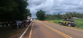 Índios fazem bloqueio em trechos da BR-070 em MT para cobrar pedágio