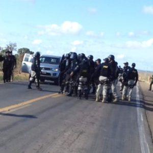 Polícia e Exército desbloqueiam rodovia em Mato Grosso e prendem indígenas que cobravam pedági