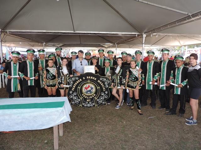 Legislador Emerson Machado entrega Moção de Congratulações para a Fanfarra de Carlinda