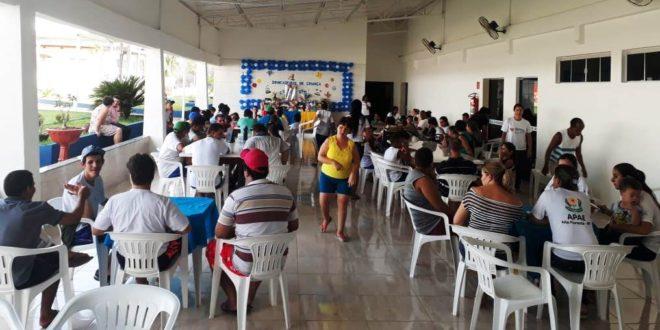'Dia das Crianças': Alunos da APAE receberam presentes de seus padrinhos e madrinhas durante confraternização