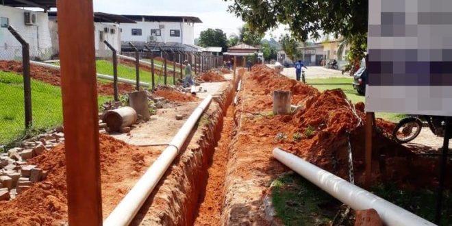 Rede de tratamento adequado de esgoto está sendo construída no Hospital Regional de Alta Floresta; previsão para o término da obra é para daqui um mês