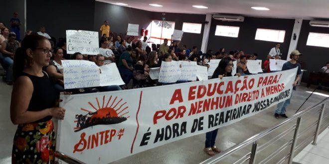 GREVE DA EDUCAÇÃO CONTINUA:  Governo está cortando pontos dos profissionais grevistas e também daqueles que não aderiram à greve, afirmou Sintep