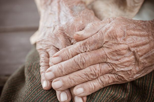 SEM TRANSPORTE E SEM LANCHE: Parlamentar afirma que idosos do CCI estariam compartilhando alimento na hora do lanche para que encontros não cessem