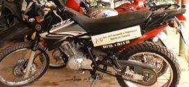 Uma das motos furtadas de dentro do pátio da Prefeitura Municipal é recuperada
