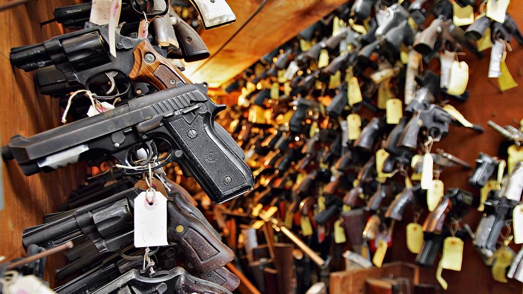Armas são furtadas do interior da Politec; houve arrombamento da porta traseira