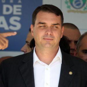 Flávio Bolsonaro é citado cinco vezes como líder de organização criminosa