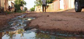 Nas três maiores cidades de Mato Grosso, quase 500 mil pessoas vivem sem água potável e coleta de esgoto
