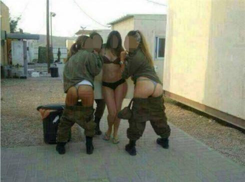 militares nuas