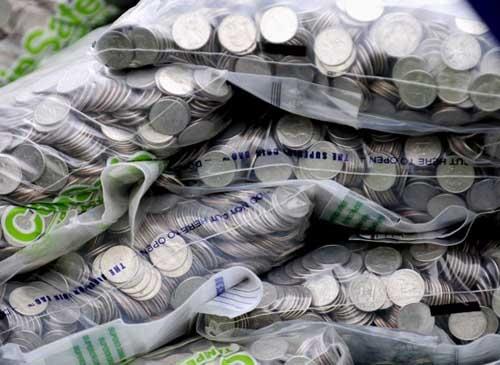 Americano paga parte de acordo com US$ 150 mil em moedas2