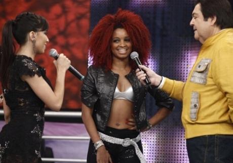 Anitta se irrita com bailarina