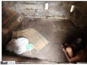 Chinês vive em caverna há três décadas