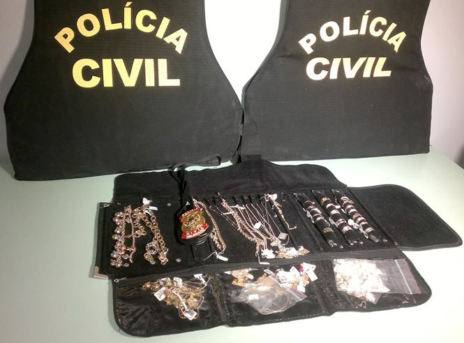 Policia recupera cerca de 400 mil reais em joias furtadas em residência