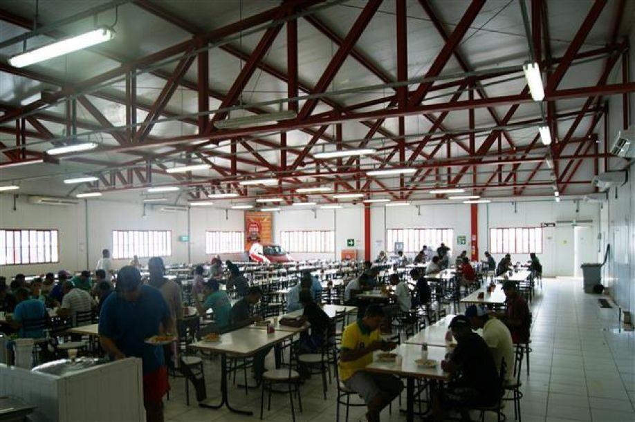 Refeitório do Canteiro de Obras da UHE Teles Pires oferece em média 13 mil refeições diárias
