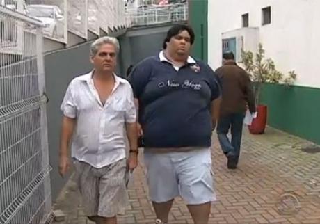 homem que pesa quasa 220 kg