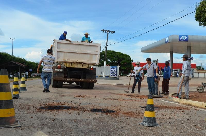 Paranaíta Prefeitura inicia operação tapa-buraco nas principais ruas e avenidas