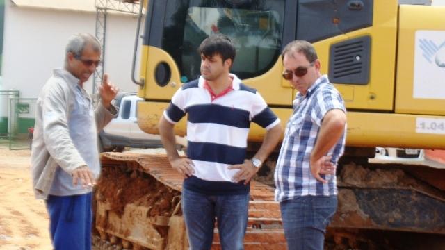Vereador Emerson Machado acompanha a Instalação do Sistema de Tubulação Fluvial na MT 206