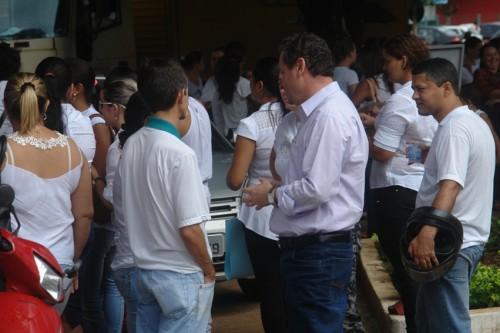 professores em frente ao forum (10)