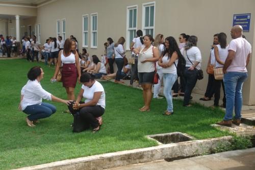 professores em frente ao forum (13)