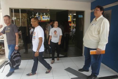 professores em frente ao forum (19)