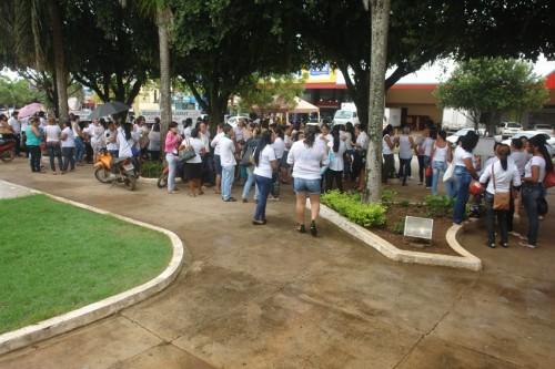 professores em frente ao forum (2)