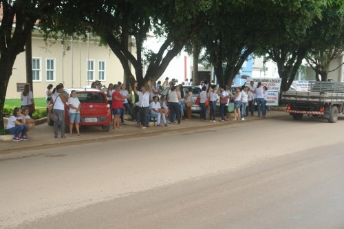 professores em frente ao forum (30)