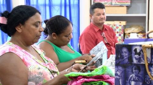 Luzmaia Quixabeira visita grupo de senhoras do PIAF