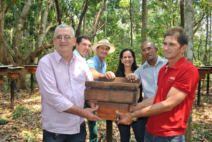 PRODAM entrega 120 colmeias de abelhas sem ferrão nativas da Amazônia-1