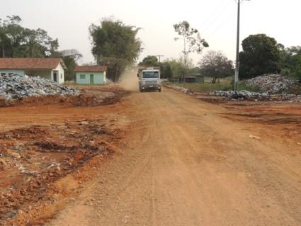 Patrolamento e cascalhamento de ruas melhora acesso ao aterro sanitário 4