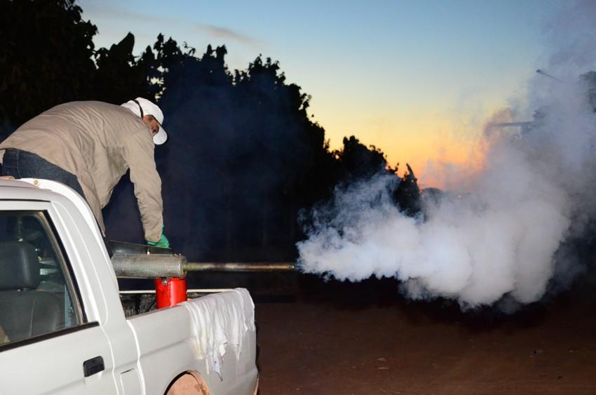 19.02.2016_Mutirão utiliza fumacê no combate ao Aedes aegypti
