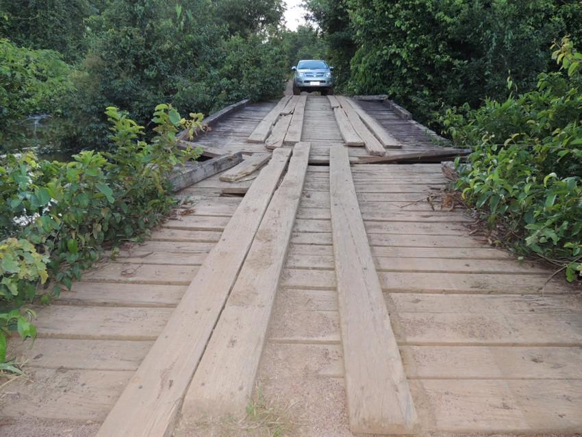 DSCN4833_Ponte de madeira na divisa de Alta Floresta com Nova Canaã do Norte