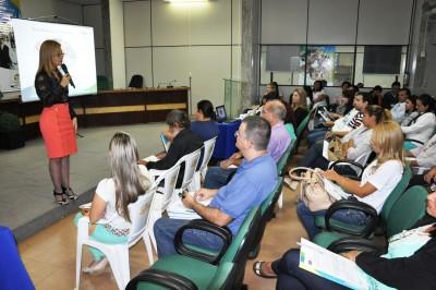 Cassyra Vuolo apresenta o projeto Consciência Cidadã a gestores municipais