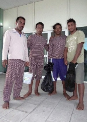4mai2016---os-marinheiros-moamoa-kamwea-tatika-ukenio-bonibai-akau-e-boiti-tetinauikoda-esquerda-para-a-direita-de-kiribati-no-hospital-de-majuro-nas-ilhas-marshall-apos-serem-resgatados-1462